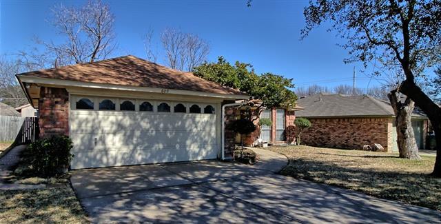 Photo of 809 Castleview Drive  Arlington  TX