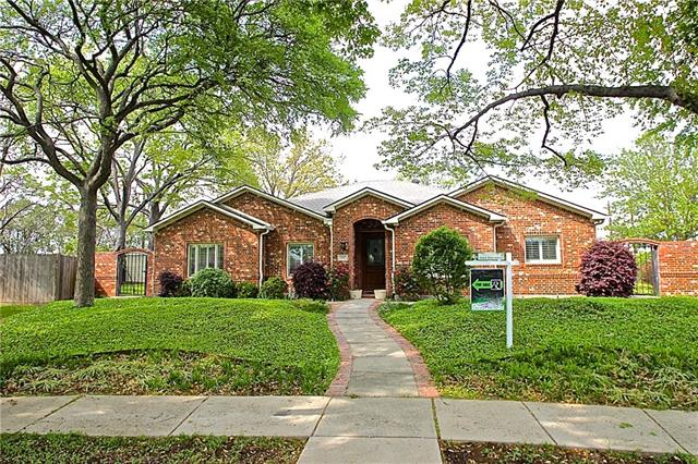 Photo of 3887 Antigua Circle  Dallas  TX