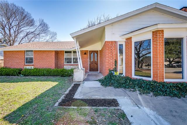 Photo of 321 Arthur Drive  Kennedale  TX