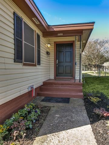 Photo of 1451 Glenwick Drive  River Oaks  TX