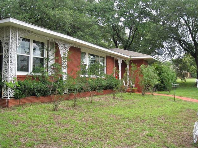 Photo of 401 E Pine Street  Frankston  TX