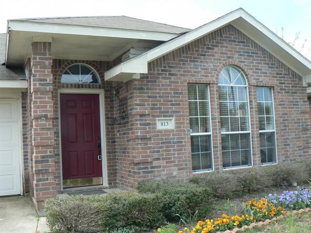 Photo of 813 Ragland Drive  Cedar Hill  TX