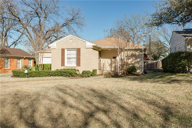 Photo of 2829 Ryan Place Drive  Fort Worth  TX