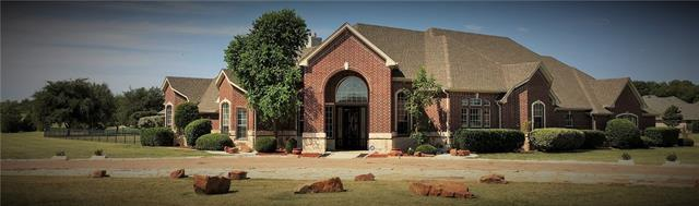 1105 W Scandinavian Ct, Granbury, TX 76048