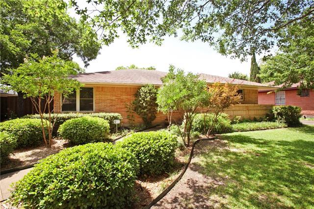 Photo of 652 Bizerte Avenue  Dallas  TX