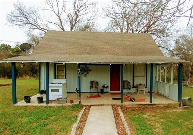Photo of 609 Harcourt Street  Weatherford  TX