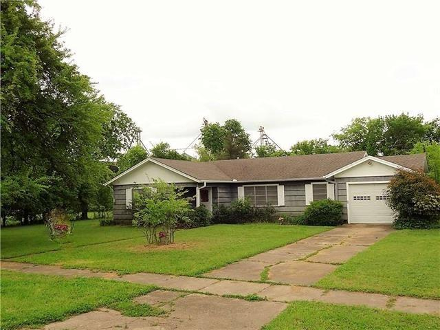 Photo of 1006 Market  Honey Grove  TX
