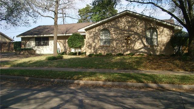 Photo of 1402 Sundale Street  Ennis  TX