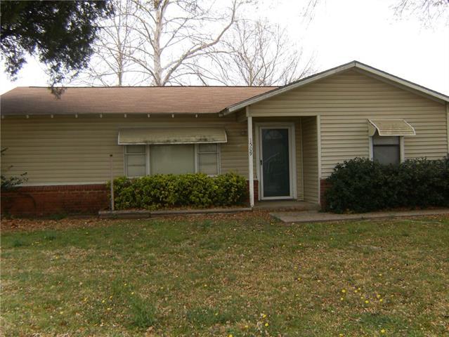 Photo of 1509 Harwood Street  Bridgeport  TX