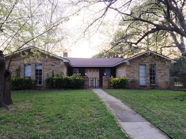 Photo of 110 Oakridge Circle  Lewisville  TX