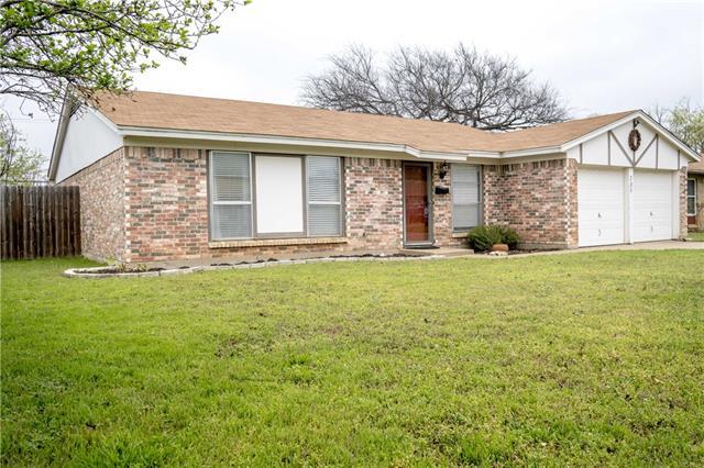 305 E Hampton Rd, Crowley, TX 76036