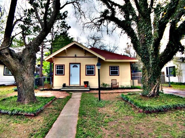 1108 Gleason Ave, Cleburne, TX 76033