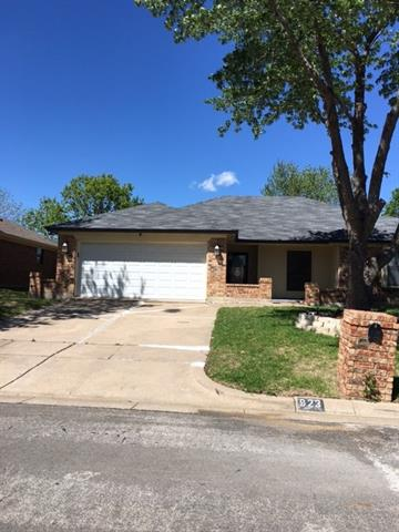 Photo of 923 Flagstone Drive  Arlington  TX