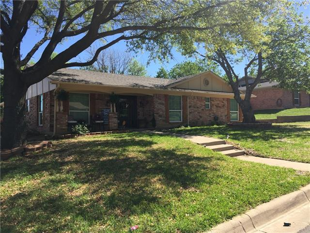 Photo of 5320 Wolens Way  Fort Worth  TX