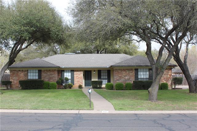 Photo of 827 S Ridgeway Drive  Cleburne  TX