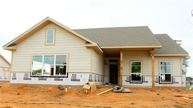 Photo of 824 Northside Drive  Pilot Point  TX