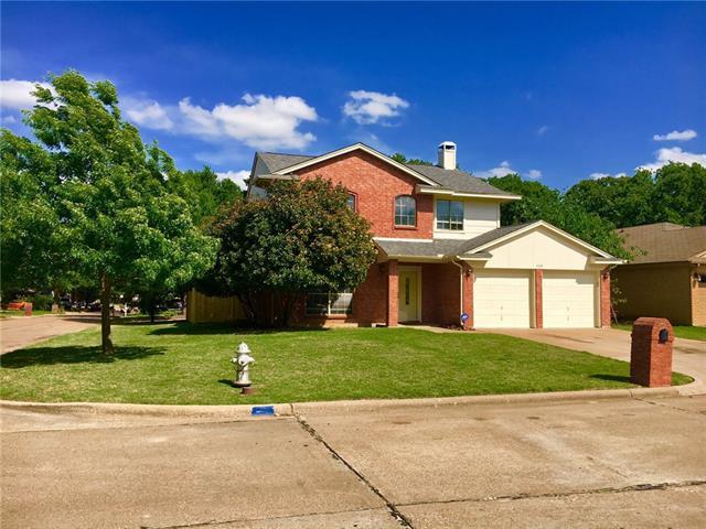Photo of 2105 Woodland Oaks Drive  Arlington  TX