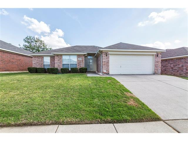Photo of 1110 Greenview Lane  Kennedale  TX
