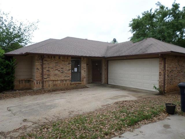 Photo of 2811 Galemeadow Drive  Fort Worth  TX