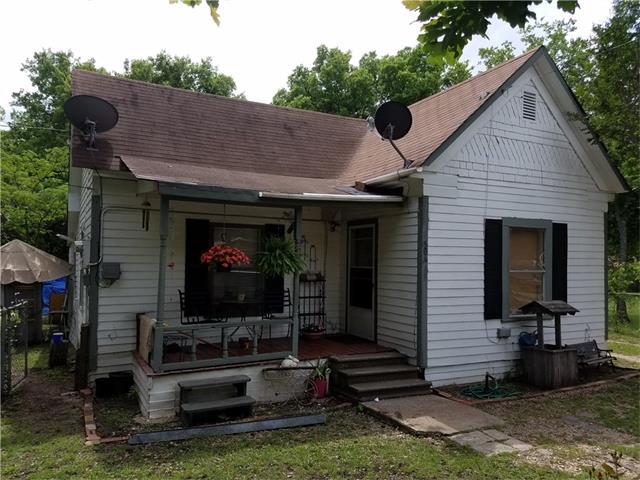 Photo of 506 E Parks Avenue  Waxahachie  TX