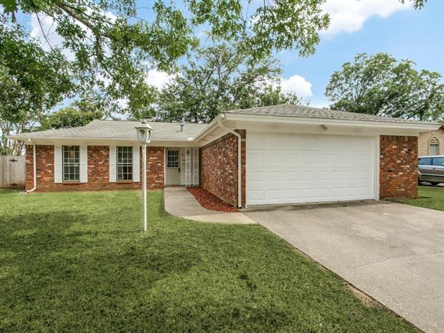 Photo of 5012 Saint Lawrence Road  Fort Worth  TX