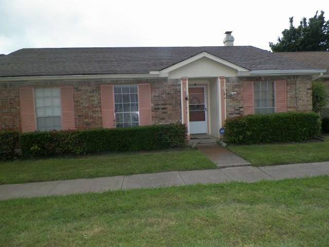 Photo of 40 E Mountain Creek Drive  Grand Prairie  TX
