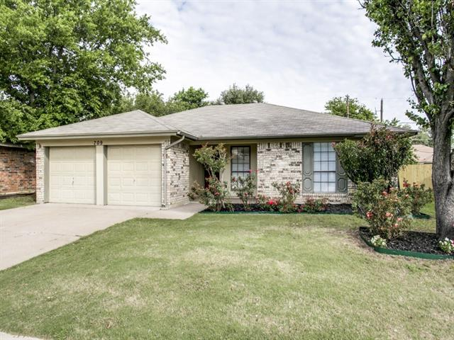Photo of 709 W Lynn Creek Drive  Arlington  TX