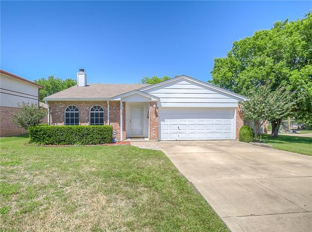 Photo of 400 Hollyberry Drive  Mansfield  TX
