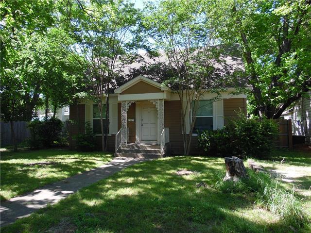Photo of 506 W Earl Street  Cleburne  TX