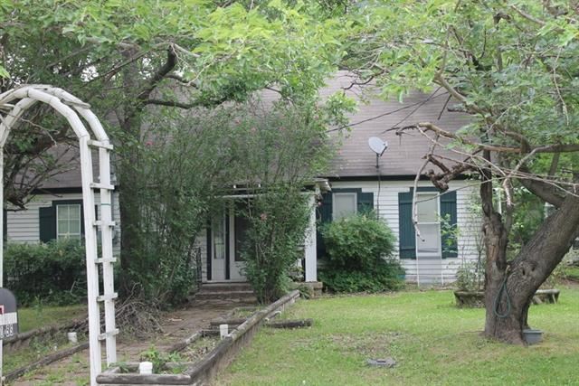 Photo of 105 S Old Walnut Road  Ennis  TX