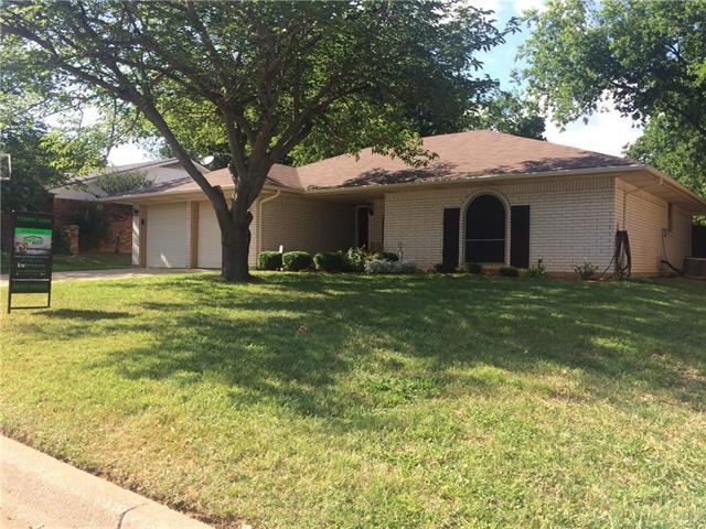 Photo of 515 Lynnewood Avenue  Burleson  TX