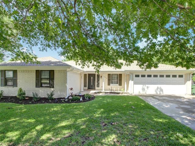 Photo of 1218 Ridgewood Circle  Southlake  TX