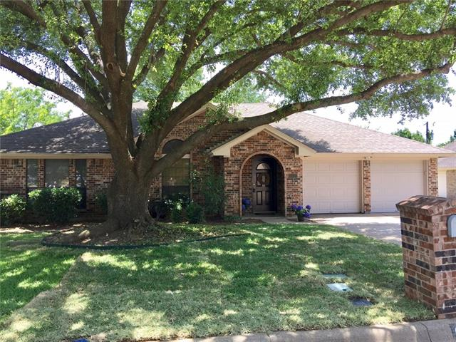 Photo of 6101 Kenilworth Drive  Arlington  TX