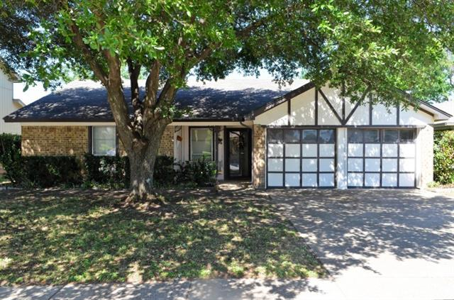 Photo of 512 Roberts Drive  Saginaw  TX
