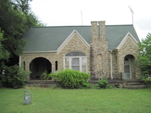 Photo of 305 W Pine Street  Abbott  TX