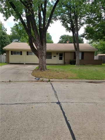Photo of 607 Clover Park Drive  Arlington  TX