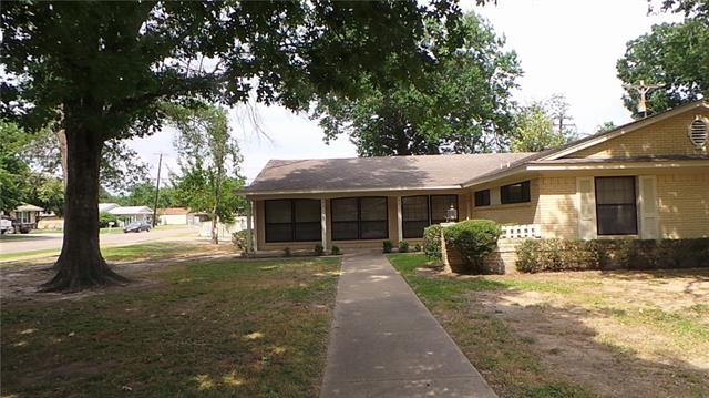 Photo of 2512 Woodlawn Drive  Ennis  TX