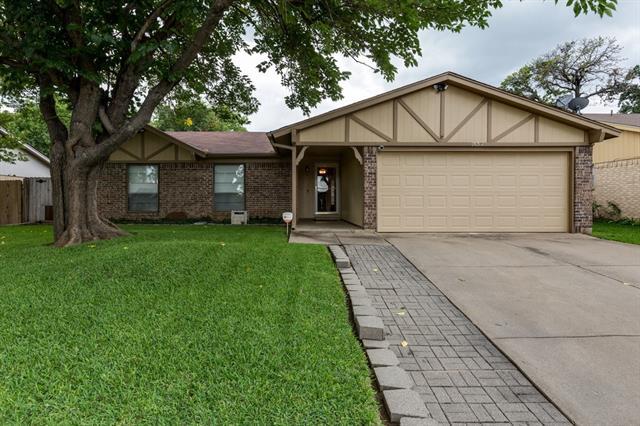 Photo of 7632 Bermejo Road  Fort Worth  TX
