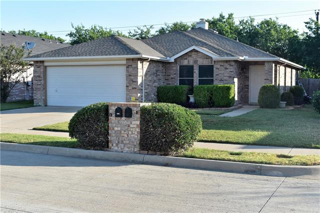 Photo of 5520 Glenshee Drive  Fort Worth  TX