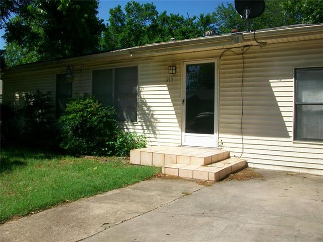 Photo of 213 Stroud Street  Cleburne  TX