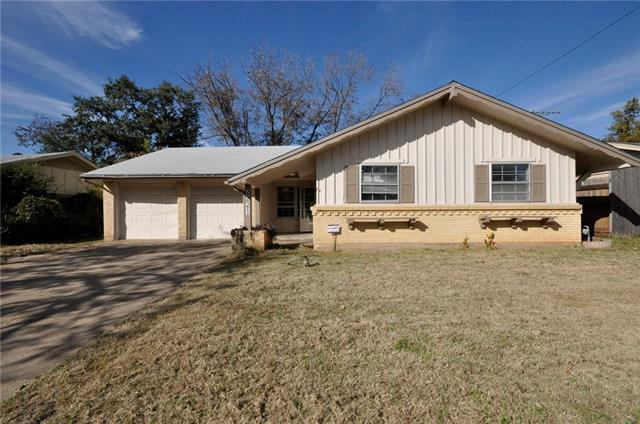 Photo of 2221 Woodoak Drive  Irving  TX