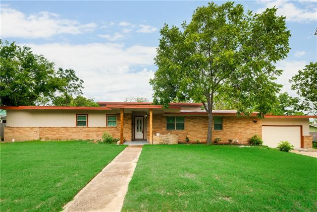 Photo of 805 9th Street  Grand Prairie  TX