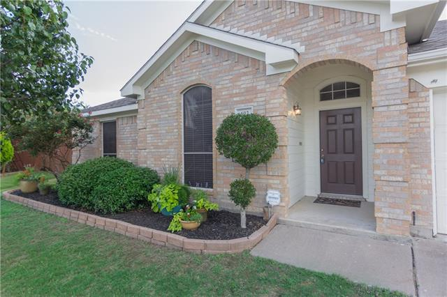 Photo of 602 Parkview Court  Kennedale  TX