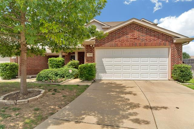Photo of 7513 Howling Coyote Lane  Fort Worth  TX