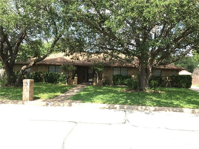 Photo of 5625 Ledgestone Drive  Fort Worth  TX