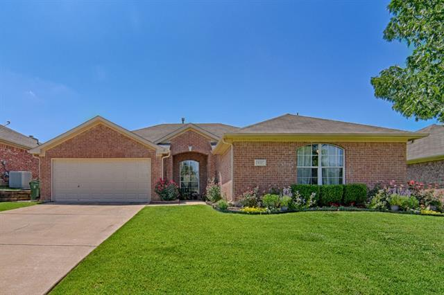Photo of 612 Ember Lane  Mansfield  TX