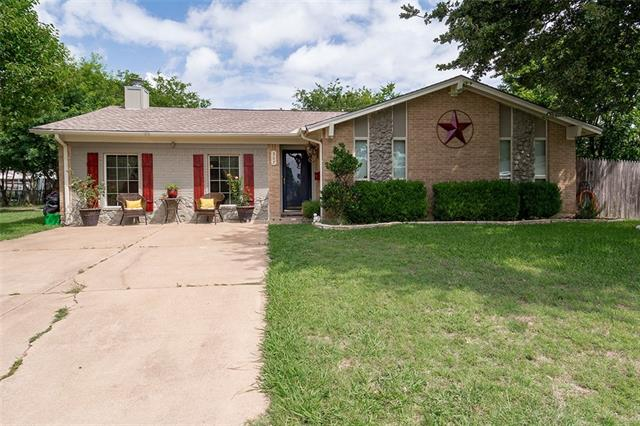 Photo of 307 Robin Court  Burleson  TX