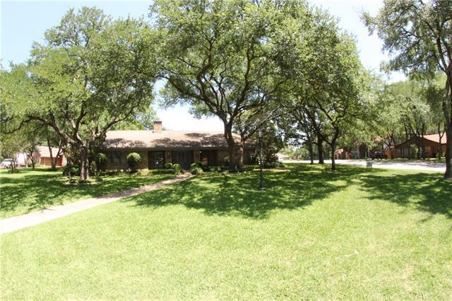 Photo of 1201 Oakhurst Court  Southlake  TX