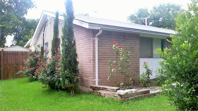Photo of 1406 Glynn Oaks Drive  Arlington  TX