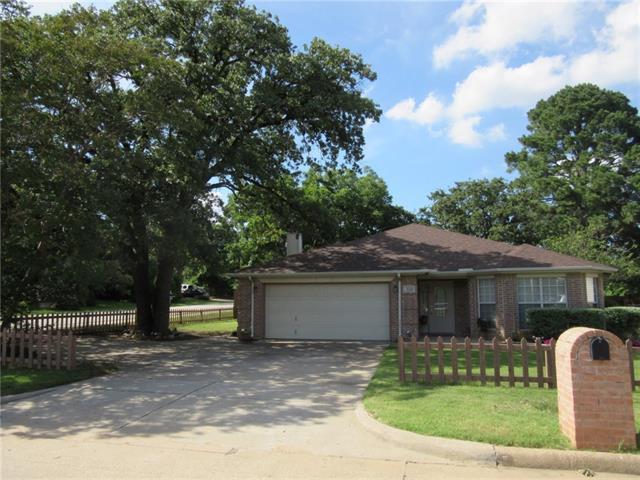 Photo of 318 W Mistletoe Drive  Kennedale  TX